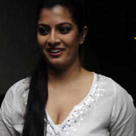 It is known that Varalakshmi Sarathkumar is good friend of actor and producer Vishal, who has recently delivered a hit with Pandiyanadu. Now that the actress had posted a picture that clearly depicted