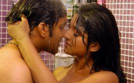 HOT WALLPAPERS WORLD: Vimala Raman Hot  Bathing Scene