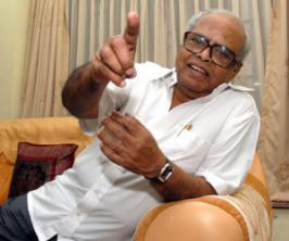 Veteran Tamil filmmaker K. Balachander will be felicitated with a lifetime achievement award for his contribution to cinema here Dec 1 by Raindropss, a youth-based social organisation.