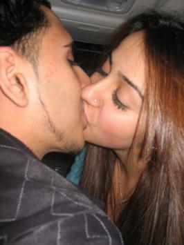 HOT WALLPAPERS WORLD: Hot And Sexy Punjabi Girl Kissing scene
