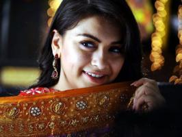 Southern actress Hansika, who is busy with the climax shoots of her upcoming Tamil film Maan Karate is in awe of her co-star Siva Karthikeyan.