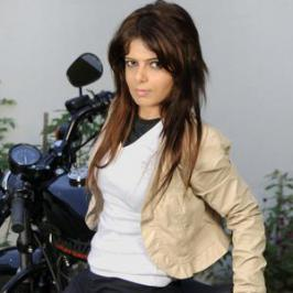 Alisha Abdullah is set to make her cinematic debut with upcoming Tamil thriller