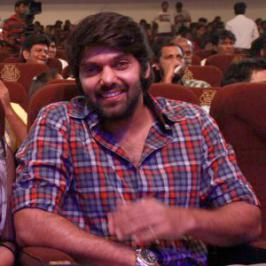 Southern actor Arya is on cloud nine and there is no surprise, because Ulaganayagan Kamal Haasan himself has handed over his title 'Kadhal Ilavarasan' to Arya.