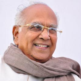 Legendary actor, Dr. Akkineni Nageswara Rao fondly called as ANR breathed his last this morning. The star, who was suffering from cancer from past few years passed away Wednesday early morning at the Care hospital.
