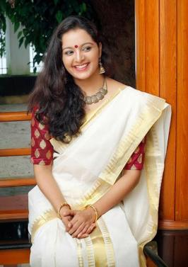 Manju Warrier Malayalam Movie Actress Images, Wallpapers, Pictures