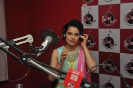 Kangana Ranaut Promotes Queen Movie At Fever 104 FM - Bollywood Aajtak