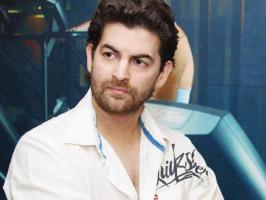 Famous Bollywood actor Neil Nitin Mukesh is all set to foray in to Tamil cinema with upcoming Vijay-AR Murugadoss film, where the former will be playing baddie for Ilayathalapathy. �Yesssss.....Neil is playing villain in our new film...!�, AR Murugadoss posted in his Twitter page. Neil Nitin Mukesh