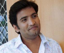 Santhanam is on a strict diet and working hard to look glamorous and fit in his maiden hero venture 'Vallavanukku Pullum Aayudham' [VPA] being directed by Srinath.
