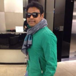 Ace music composer Harris Jayaraj known for musicals from past fourteen years in Tamil, Telugu and Hindi films, appeared before the camera for the first time. Harris Jayaraj's first shot is for a commercial and not for a feature film. �Enjoyed my first appearance before the camera for a commercial,