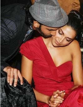 Deepika Padukone's love embossed pendant, a gift from Ranveer Singh?