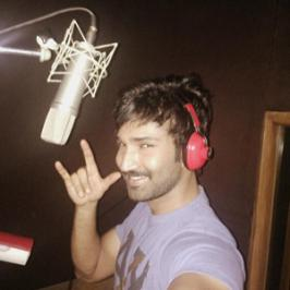 Actor Aadhi's upcoming Tamil, Telugu bilingual film Yagavarayinum Naa Kaakka has completely wrapped up shooting recently and the team is busy with dubbing works.