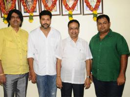 Actor Jayam Ravi has signed a new film to be directed by Suraaj. Makers have arranged for a formal mmuhurtham pooja this Sunday [June 1]. Confirming the reports and revealing the details about his new film, Ravi Tweeted: �My next project will be directed by Suraj & produced by Lakshmi Movie Mak