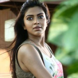 The young and happening actress who is been doing back to back films in Tamil, Malayalam and Telugu industries says, she feels like she shows attitude sometimes but superstar doesn't. Newly married Amala will be back to her favourite cuisine, films in few more days. The Thalaivaa actress is all set