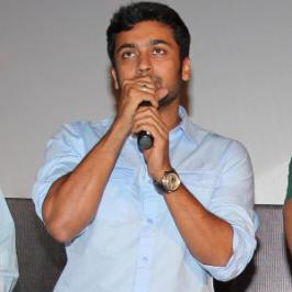 Speaking at the Anjaan audio launch yesterday [July 22], Suriya revealed that Yenni Ezhu Naal is one among the three scripts narrated by Lingusamy to him.