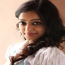It is not a new in Kollywood that stars go change their names or the spelling to bring in good fortune. After actors like Suriya who included 'i' in his name, Lakshmi Rai who is being called 'Raai Lakshmi' now its Janani Iyer's turn. The actress who is the female lead in recent superhit Thegidi say