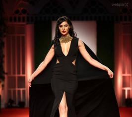 Nargis Fakhri Hottest  Ramp Walk 2014, Nargis Fakhri Spicy In Black Dress, Nargis Fakhri, Nargis Fakhri Ramp Walk Exclusive Photos, Nargis Fakhri Ramp Walk In Black Dress