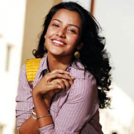 Happening actress Priya Anand who is awaiting for three back to back releases in Kollywood, has recently expressed her interest on reprising Rani, Kangana Ranaut's role in Queen southern remake. Priya Anand admits that she is blown out with Kangana's performance in Queen and the character needed 10
