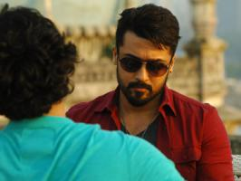 Suriya's Anjaan directed by Lingusamy was one of the 2014 Tamil films that released with huge expectations, yet bombed at the box office. Latest we hear is, Anjaan is going to have a grand TV premiers in this festival season. Even before Anjaan completes 50 days, Sun TV who holds the Anjaan Tamil s