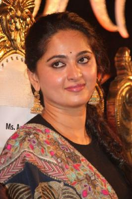 Anushka, Anushka at Lingaa Movie Audio Launch Photos, Anushka Cute Smile Images, Anushka in Sudhidhar Stills, Anushka Saree Look Wallpapers, Tamil Movie Pics