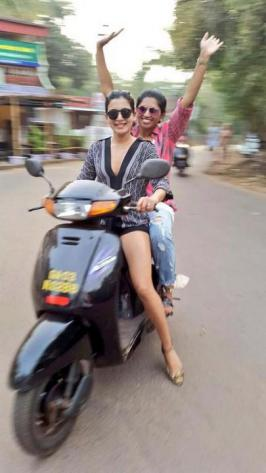 Samantha Celebrates New Year at Goa Photos, Actress Samantha New Year 2015 Celebration with Friends at Goa Beach Images Gallery