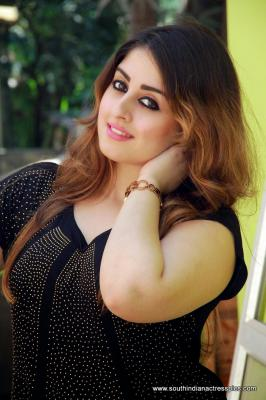 Get Download Dhiya Agarwal Indian Actress Hot Photos, Dhiya Agarwal  Actress Hot Wallpapers, Dhiya Agarwal Indian Actress Hot Images