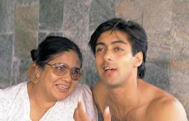 Unseen Family Pictures of Salman Khan, Bollywood Actor Salman Rare Childhood Images, Salman Khan Personal Private Life Unseen Pics
