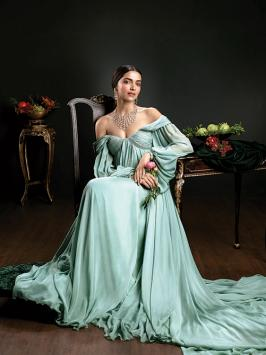 Deepika Padukone looks nothing less than a princess in her latest photo shoot pictures. - [PHOTOS] Deepika Padukone looks every bit royal and gorgeous in this photo shoot