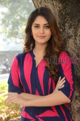 Surabhi is an tamil and telugu movie actress. She was born on Jun 5,1993. she is from Delhi. She made her debut in tamil movie