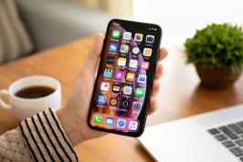 Apple Inc (AAPL.O) is planning to fix a flaw that a security firm said may have left more than half a billion iPhones vulnerable to hackers.