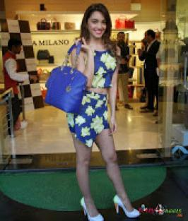 Kiara Advani at Da Milano SS Collection Launch 2015 Photos.Bollywood actress Kiara Advani at Da Milano Summer Season collection launch 2015 photos in Mumbai, Hindi film actress Kiara Advani latest stills at Da Milano SS collection launch 2015, Kiara Advani latest photos at Da Milano SS Collection 2015 picture, Kiara Advani at 2015 launch of Da Milano SS collection launch, Kiara Advani at Da Milano SS collection launch photos, Kiara Advani latest spicy photos.
