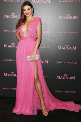 Miranda Kerr was looking smoking in pink dress and exposing her sexy cleavage in Cannes 2015.