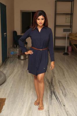 Andhra Pulse: Oviya Hot Stills In Black Dress