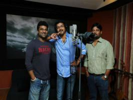 Ilayathalapathy Vijay has once again exploited his singing talent. The Tamil actor, who has lastly recoded 'Google Google' song for his Thuppakki in Harris Jayaraj composition, crooned a song for his upcoming film Puli. Devi Sri Prasad has recently recorded the song with Vijay in his studio. Kavipe
