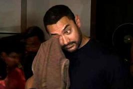 Actor Aamir Khan just got emotional. So emotional that he literally started crying. And it was for Salman Khan. Yes. Actor Aamir Khan recently watched 'Bajra...