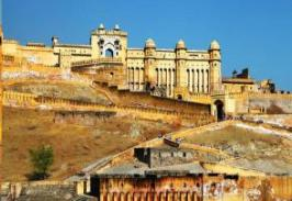 The pink city Jaipur is home to some of the best palaces and tourist attractions in Rajasthan! The war forts seen in the city of Jaipur are the best ones. So yeah, regardless of what Jaipur Tour Packages you choose, you're totally in for a treat!