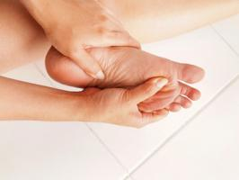 9 Common Foot Problems to be aware about, Corn or Callus, Athletes Foot, Hammer toe, Bunion, Gout, Fungal Nail Infection, Ingrown Toe Nail, Flatfoot, Plantar Warts