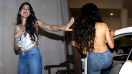 Actress Sridevi's daughter Jhanvi Kapoor 20-year-old Actress is seen demonstrating things about how to get six pack abs in five minutes.