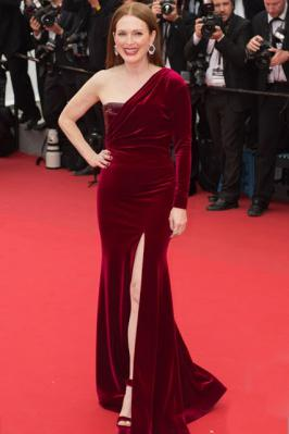Julianne Moore Looking Awesome in Red and black Dress in Cannes 2015