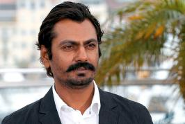Nawazuddin Siddiqui seems to be stepping into the shoes of a cop again. Well, this is what the leaked picture of the actor from the sets of Raees tells us.Th...