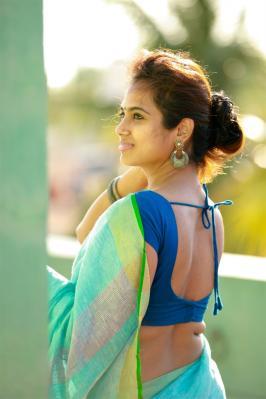 Actress Ramya Pandian Saree Photoshoot Stills ramya pandian photos, ramya pandian hd photos, ramya pandian images, ramya pandian photoshoot saree photos latest
