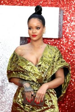Rihanna wardrobe malfunction and flashed her bosom on the red carpet of the Ocean's 8 London premiere. Actress Rihanna Hot Photos at Ocean's 8 Red Carpet