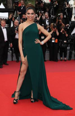 Here are some great photos of Deepika padukone @ Cannes 2017.