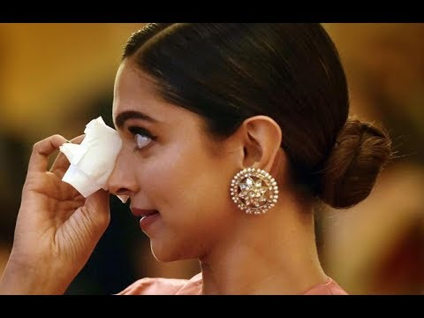 Deepika Padukone is in tears as dad wins Lifetime Achievement Award - YouTube