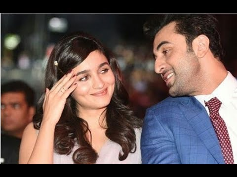 Alia Bhatt said I love you from stage after winning award - YouTube
