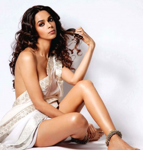 Mallika-Sherawat-Rates-Vidya-Balan-As-The-Boldest-Actress-Bollywood-Babes-Video-