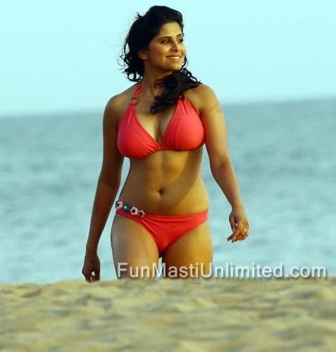 Sai Tamhankar in No Entry Pudhe Dhoka Aahe bikini photos 03 : Fun Masti Unlimited: Bollywood celebrity photos bikini