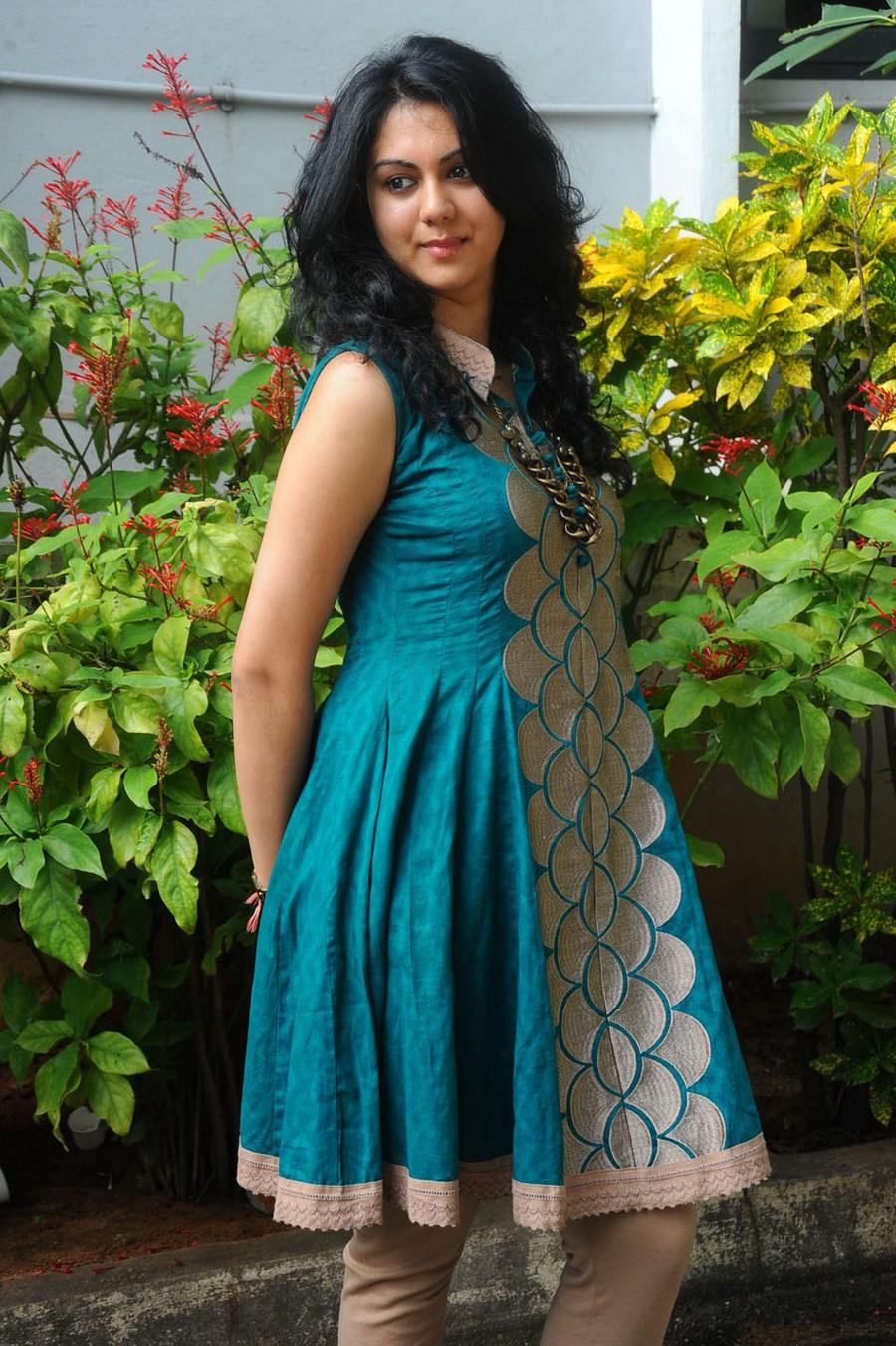 Telugu Actress Kamna Jethmalani Hot Navel Photos