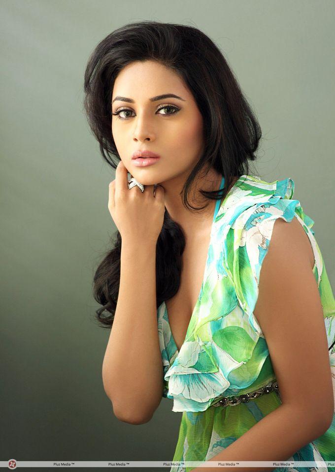Suza Hot Photoshoot Stills Telugu Actress Pluz Media