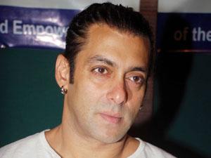 Bigg Boss 6: Delnaaz\'s brother Bakhtiyaar blasts Rajev, Urvashi - Oneindia Entertainment