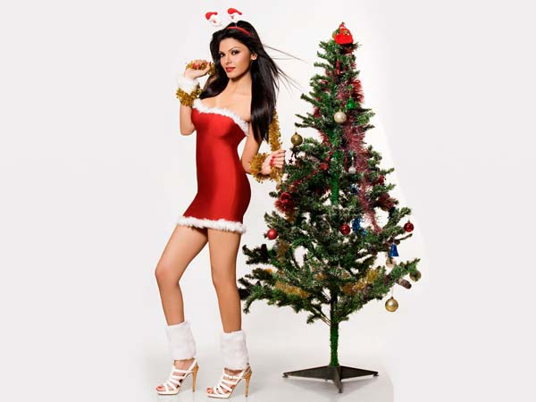 Sherlyn Chopra turns Santa Claus for street kids! - Oneindia Entertainment